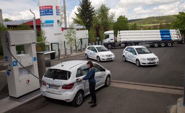 Bild von Deutschlands erste Wasserstoff-Tankstelle an der Autobahn eröffnet