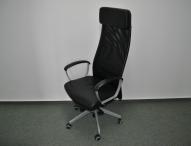 Sitzende Tätigkeiten im Büro mit dem richtigen Bürostuhl