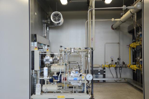 Blick auf Brenngasaufbereitung und Verdichter im vorderen Teil der Containeranlage. (Foto: STREICHER)