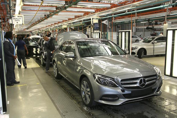 Photo of Ein millionster Pkw läuft im Mercedes-Benz Werk East London vom Band