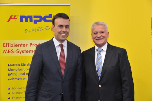 Wirtschaftsminister Nils Schmid sprach mit Prof. Dr. Kletti,Geschäftsführer von MPDV, auf dem MPDV-Messestand (Bild: Ministerium für Finanzen und Wirtschaft Baden-Württemberg)