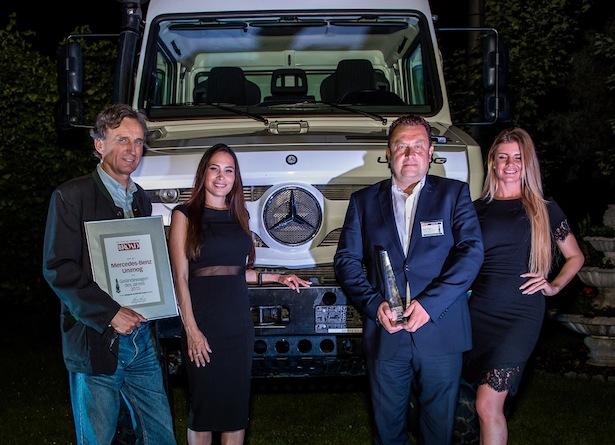 """Off Road Award """"Geländewagen des Jahres 2015"""" für Mercedes-Benz Unimog. Bereits zum elften Mal in Folge ist der Mercedes-Benz Unimog von den Lesern der Fachzeitschrift Off Road zum besten Geländewagen des Jahres in der Kategorie """"Sonderfahrzeuge"""" gekürt worden. Quelle: Daimler Communications"""