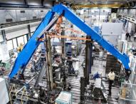 Mit dem Bagger ins Labor – Komponenten für Materialumschlagmaschine optimal dimensionieren
