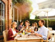 Alkoholfreies Bier als Alternative beim Geschäftsessen und zu anderen Anlässen