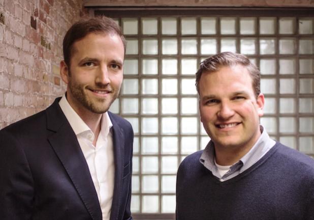 Geschäftsführender Gesellschafter von Kienbaum Fabian Kienbaum (li.) und Philipp Depiereux, Geschäftsführer von etventure (re.) unterstützen Unternehmen ganzheitlich bei der Umsetzung ihrer Digitalisierungsstrategien. - Bildquelle: etventure