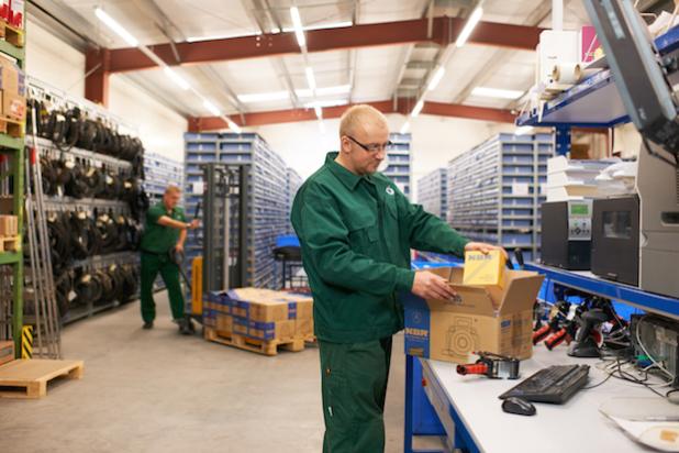 25 Jahre WälzLagerTechnik: Dank der neuen dynamischen Lagerhaltung konnte der Dresdner Lieferspezialist und Produzent von hochwertigen Wälzlagern seine Lagerkapazität erhöhen. Die bis dato schon sehr geringe Fehlerquote bei Lieferungen konnte damit noch weiter optimiert werden. Sie liegt jetzt im Promille-Bereich. Foto: WLT