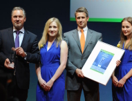 "SOLARWATT GmbH gewinnt ""ees Award 2015"""