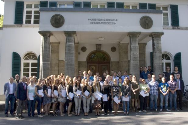 Im Rahmen einer Feier verabschiedete die RWTH Aachen 63 Auszubildende im Gästehaus der Hochschule. - Bildnachweis: Martin Lux