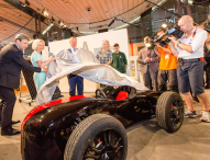 Enthüllung der Kleinrennwagen auf der IdeenExpo
