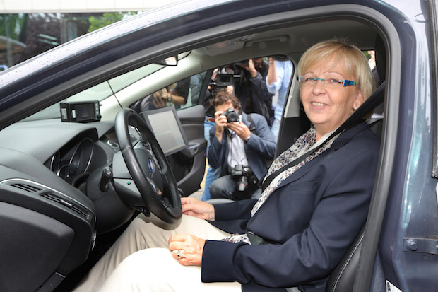 Photo of Vom vernetzten Fahrzeug bis hin zum Stauassistenten
