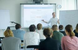 Foto: djd/NORDAKADEMIE - Hochschule der Wirtschaft