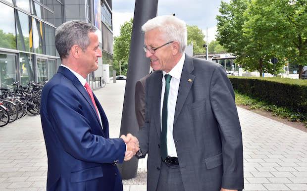 Bild von Ministerpräsident Kretschmann besucht die EnBW in Karlsruhe