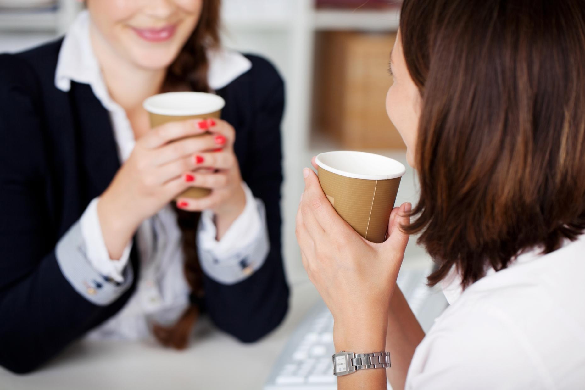 Bild von Cappuccino und Latte Macchiato am Arbeitsplatz: die passende Maschine für Ihr Büro!