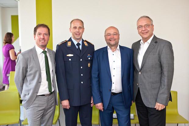 """Photo of ML Gruppe weiht """"mobiles Klassenzimmer"""" für IT-Ausbildung ein"""