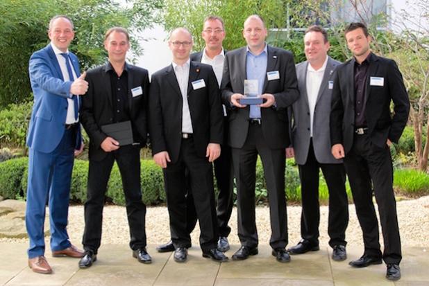 Die Preisträger der anwesenden DEHA Gesellschaften mit Jan Sanders (links). - Quelle:  MOBOTIX AG