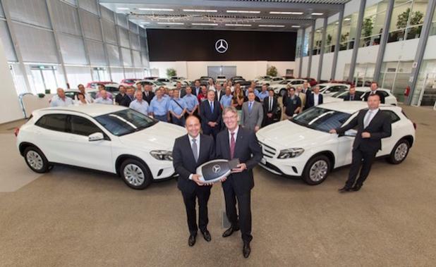 Herr Kemmerer (Mercedes-Benz) und Herr Kersting (ADAC) - Quelle: Daimler AG