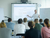 Berufsbegleitende Masterstudiengänge können der Karriere auf die Sprünge helfen