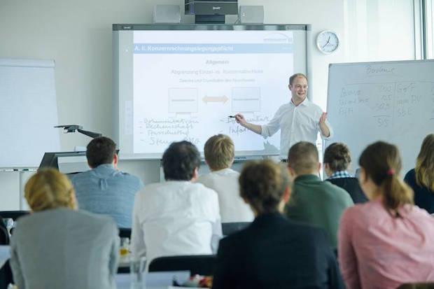 Photo of Berufsbegleitende Masterstudiengänge können der Karriere auf die Sprünge helfen