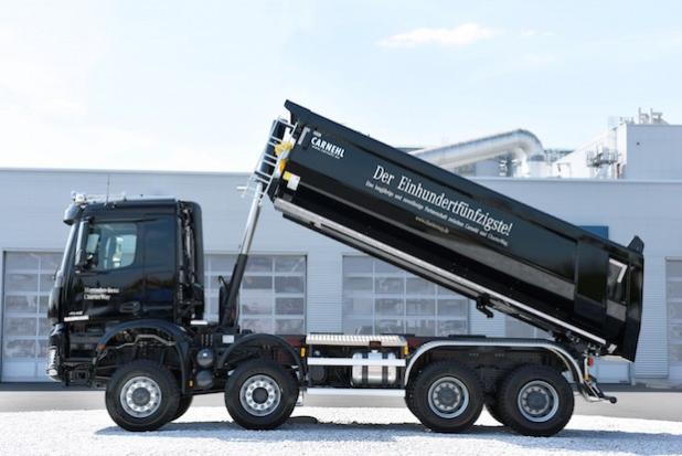 CharterWay übernimmt den 150. Carnehl-Aufbau in seine Mietflotte. - Quelle: Daimler AG