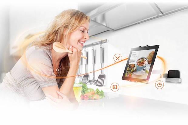 Photo of Halterungen erleichtern die Nutzung der kleinen PCs