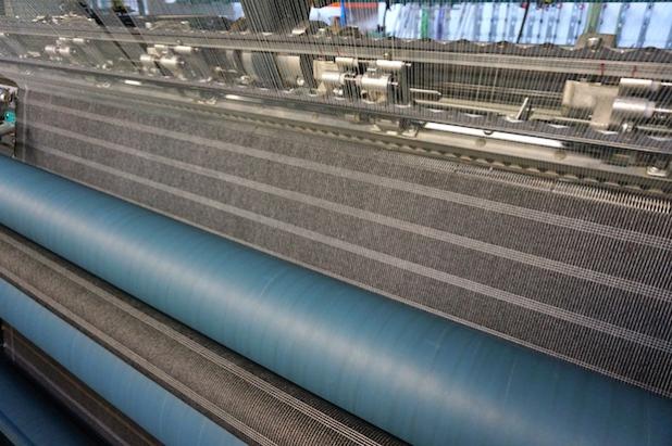 Großflächige Integration metallisierter Fäden auf der Raschelmaschine zur Herstellung von Vliesverbundstoffen (Vorstufe für einen Demonstrator smartes Bettlaken) (Quelle: STFI)
