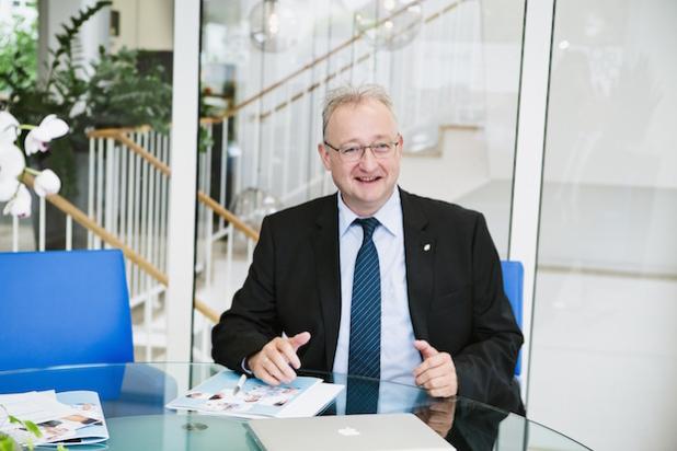 Thomas Rehder im Gespräch -  Quelle: iperdi Holding Nord GmbH / Borgmeier PR