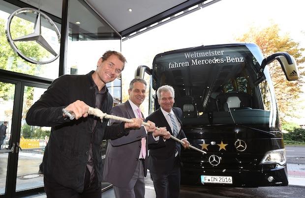 """Photo of """"4-Sterne-Bus"""" für das Deutsche Fußballmuseum"""