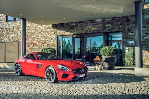 Mercedes-AMG GT S vor Kempinski Hotel Berchtesgaden - Quelle: Daimler AG