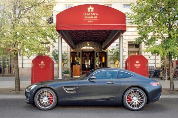 Mercedes-AMG GT S vor Hotel Adlon Kempinski Berlin (Aufnahme: Andreas Amann, Fotografenmeister)