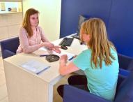 Eine Ausbildung zum Hörgeräteakustiker bietet ausgezeichnete Karriereperspektiven