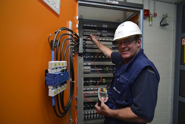 Photo of Elektroprüfungen: Auch elektrische Betriebsmittel in Büros unterliegen gesetzlicher Prüfpflicht