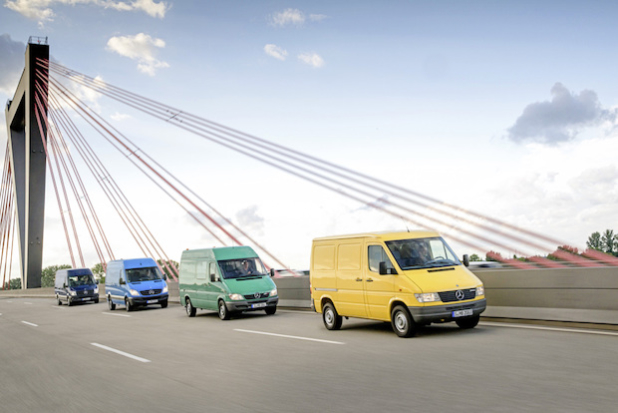 Range (v.l.n.r) Mercedes-Benz Sprinter (ab 2013); Mercedes-Benz Sprinter 2 (2006-2013); Mercedes-Benz Sprinter 1 (1995-2006); Mercedes-Benz Sprinter 1 (1995-2006) - Quelle: Daimler AG