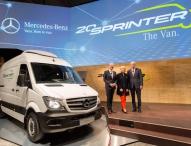 Alle feiern, einer fährt: Der Mercedes-Benz Sprinter wird 20