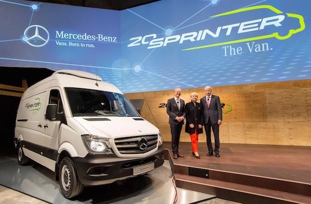 Photo of Alle feiern, einer fährt: Der Mercedes-Benz Sprinter wird 20