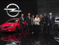 Ein Opel Astra-Modell für Bundeskanzlerin Angela Merkel