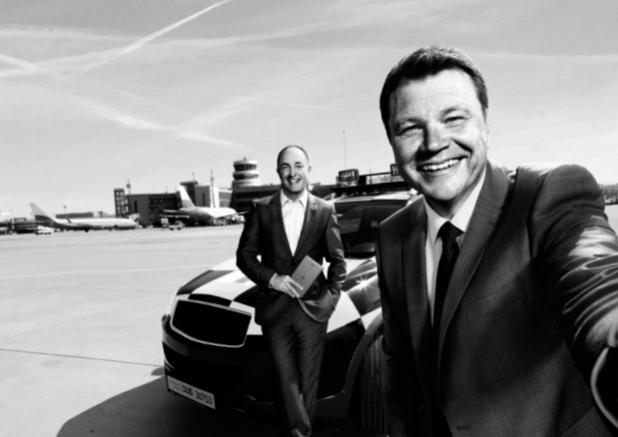 Der Flughafen Düsseldorf ist bereit für sicher vernetzte Logistik. Thomas Schnalke, Geschäftsführer vom Flughafen Düsseldorf (rechts), und sein Partner Stephan Schneider, Account Manager bei Vodafone. Quelle: Vodafone GmbH
