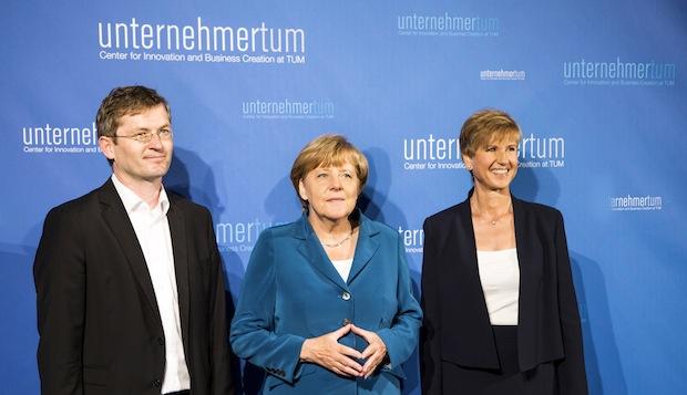 Photo of Bundeskanzlerin Dr. Angela Merkel besucht UnternehmerTUM