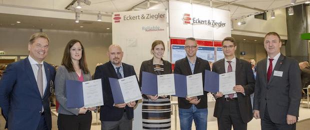 Photo of Eckert & Ziegler verleiht Reisepreis an nuklearmedizinische Nachwuchsforscher