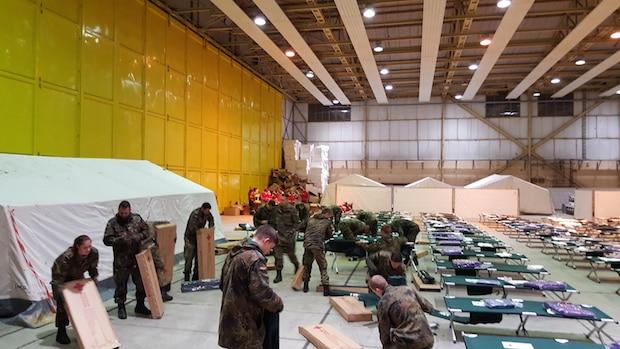 """Bild von Bundeswehr mit Sonderpreis """"Humanitäre Logistik"""" geehrt"""
