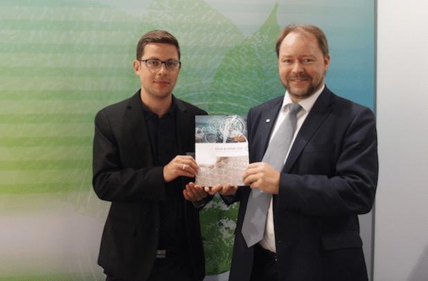 Zukunftslotse Thomas Strobel und PTS-Projektverantwortlicher Anatoli Davydov (re) (Quelle: PTS)