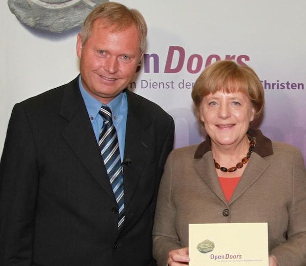 Photo of Bundeskanzlerin Merkel im Gespräch mit Open Doors