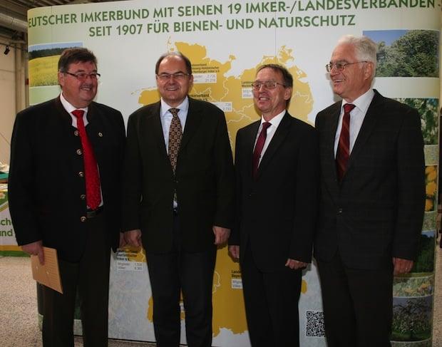 Photo of Bundesminister Schmidt besucht 66. Deutschen Imkertag in Schkeuditz