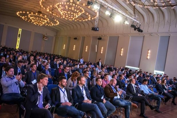 """Voller Saal immer dann, wenn einer der bekannten Experten von """"Die Höhle der Löwen"""" auf dem Podium standen. Foto: StartupCon.de"""