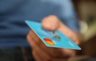 Paycentive digitalisiert die klassische Bankkarte
