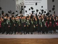 FOM Hochschule in Stuttgart verabschiedet 240 Absolventen