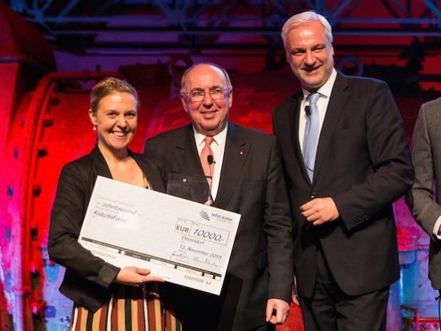 Gewinnerin: Melanie Goldhagen KidzzInForm, Klaus Neuhaus, Vorstandsvorsitzender der NRW.BANK, Garrelt Duin, NRW Wirtschaftsminister - © www.marcthuerbach.de