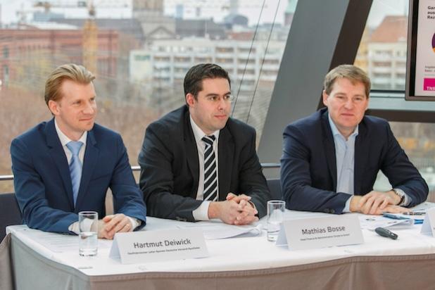 v.l.n.r.: Hartmut Deiwick, Mathias Bosse und Udo Sonnenberg - Quelle: APONEO Apotheke