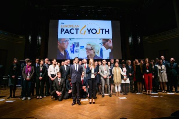 Am 17. November wurde der Pakt für die Jugend von der Europäischen Kommission und führenden Unternehmen in Brüssel geschlossen, um die Beschäftigung arbeitsloser Jugendlicher anzukurbeln. Quelle: Bridgestone