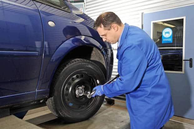 Bild von Beim Reifenwechsel sollte man auch die Spuren des Winters beseitigen lassen