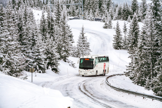 Bild von Busunternehmer sparen oft an Winterreifen